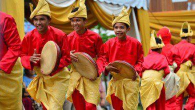 """Photo of تجسد التأثير العربي في التراث الماليزي """"كومبانغ"""" النسخة المالاوية للدف العربي"""
