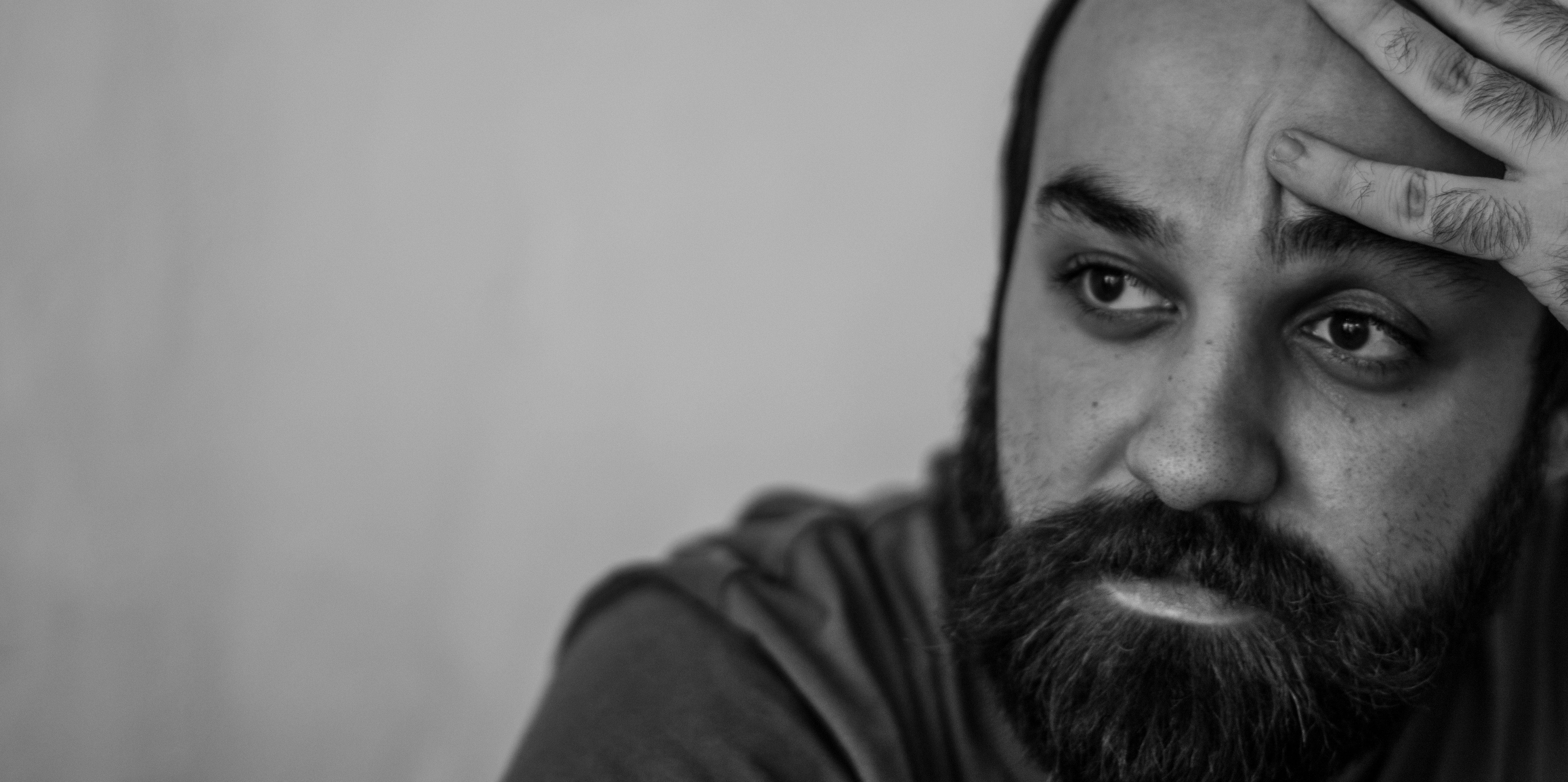 """Photo of موفق الحجار: """"الشعر أقوى وأهم من القصيدة، وهو كل حالة فنية تمنحك الدهشة واللمسة الجمالية"""""""