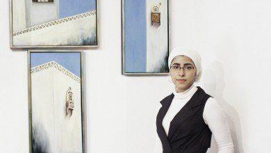 Photo of ترسم السلام لتحكي قصة الحرب… الرسامة اليمنية عفراء أحمد تعرض الثقافة اليمنية في كوالالمبور
