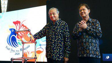"""صورة رئيس الوزراء الماليزي يطلق الشعار الجديد لحملة """"زوروا ماليزيا 2020"""""""