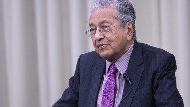 صورة مهاتير يرحب بافتتاح الجامعات اليابانية في ماليزيا