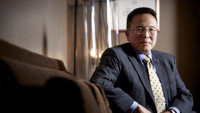 Photo of من محام ناجح إلى واحد من أشهر الروائيين في ماليزيا… الكاتب الماليزي تان توان إنج