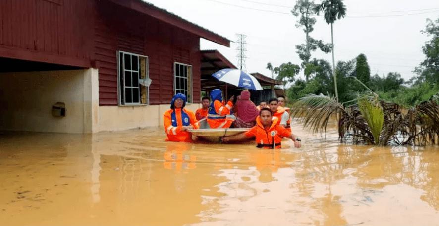 272 ماليزي في مراكز الإيواء بسبب فيضان بيراك