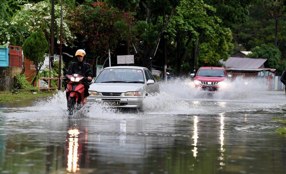 الفيضانات تضرب مجددا.. إخلاء 1000 ماليزي في 6 ولايات