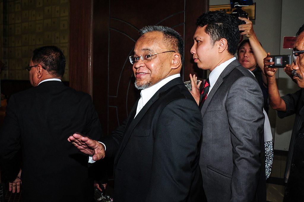 """هيئة مكافحة الفساد توجه 33 تهمة لنائب رئيس """"باس"""" السابق"""