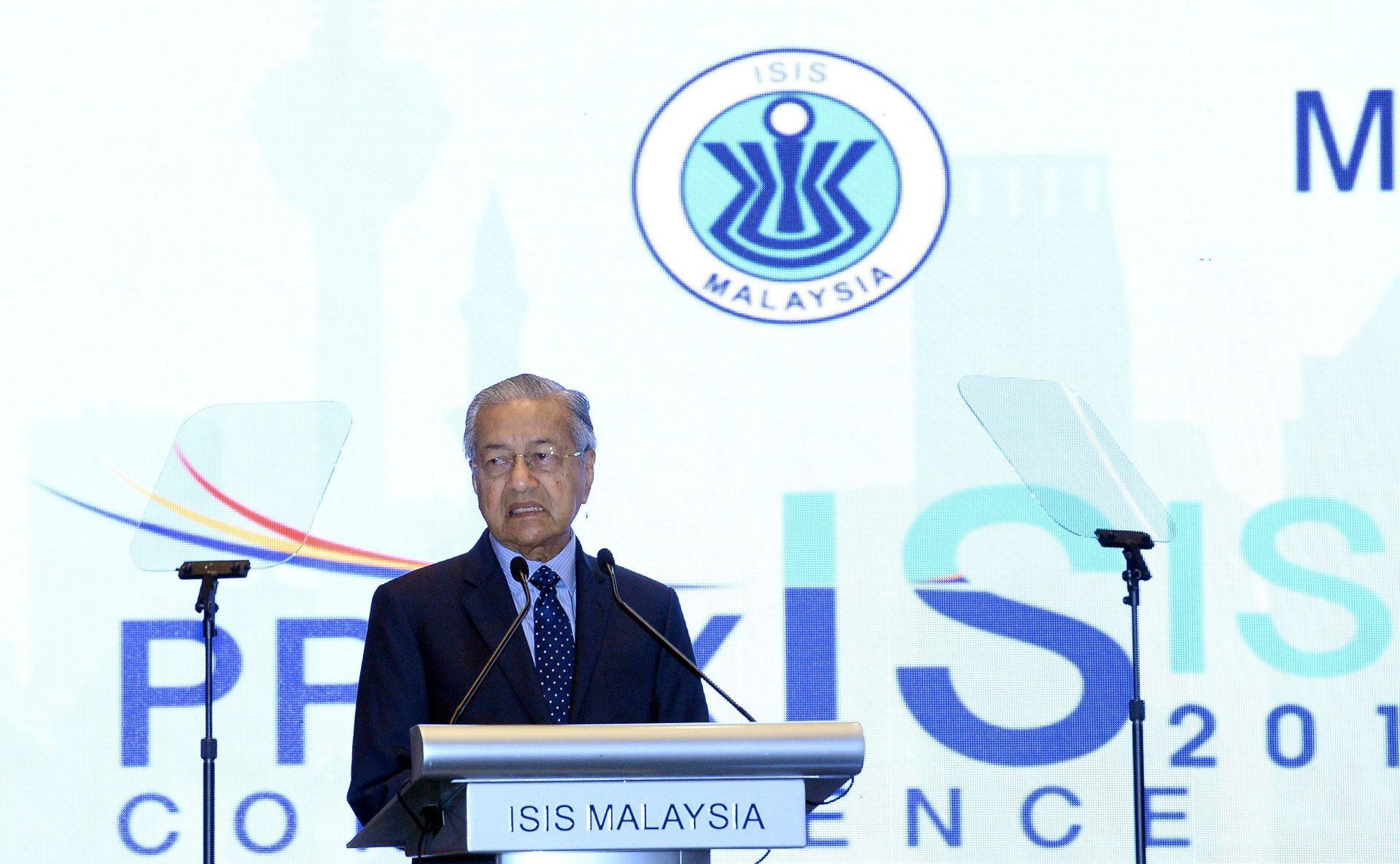 مهاتير محمد يحذر من عقوبات تجارية محتملة على ماليزيا