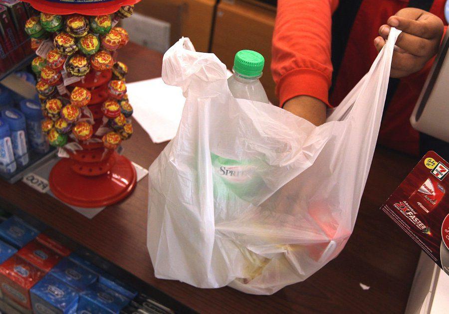 """رسوم """"أكياس البلاستيك"""" ستشمل جميع منشآت ماليزيا في 2022"""