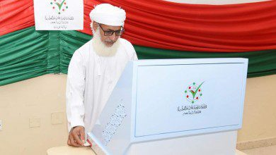 Photo of الناخبون العمانيون  يدلون بأصواتهم لانتخاب أعضاء مجلس الشورى