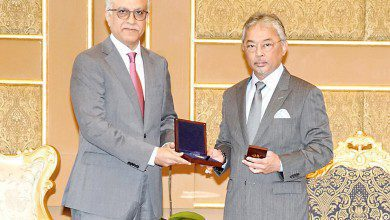 "Photo of جائزة ""الماسة"" لملك ماليزيا لجهوده في خدمة ""كرة القدم"""