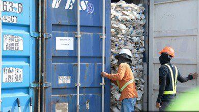 صورة بريطانيا تعيد ٤٢ حاوية بلاستيك مهرّبة إلى ماليزيا