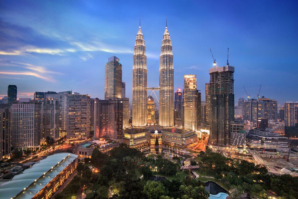 32.63 مليون عدد سكان ماليزيا 51.6% منهم ذكور