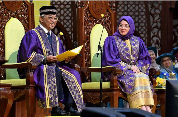 تعيين ملكة ماليزيا رئيسًا دستوريًّا للجامعة الإسلامية العالمية