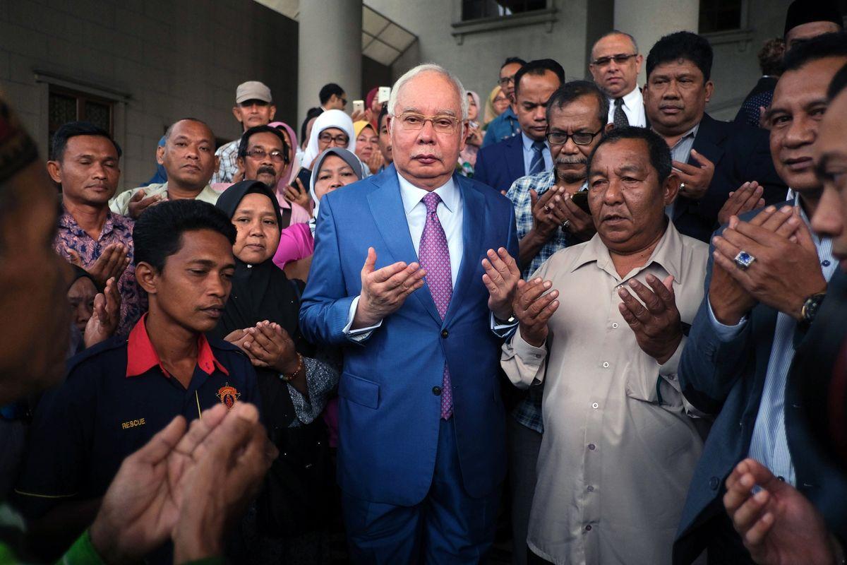 لأول مرة بتاريخ ماليزيا.. نجيب يمتثل للمحكمة للدفاع عن نفسه