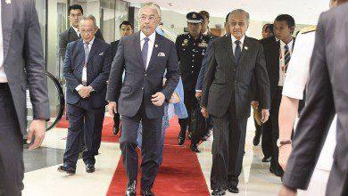 Photo of ملك ماليزيا ورئيس وزرائها يفتتحان قمة كوالالمبور 2019