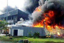 Photo of إصابة 12 عاملاً في حريق مصنع كيميائي في جوهور