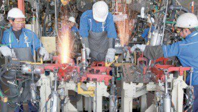 Photo of ماليزيا تعتزم إيقاف 70 ألف عامل أجنبي عن العمل في مصانع السيارات