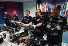 Photo of الشرطة الماليزية تعتقل 70 شخصاً لحيازتهم أسلحة غير مرخصة