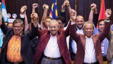 صورة حزب مهاتير محمد يعلن انسحابه من الائتلاف الحاكم