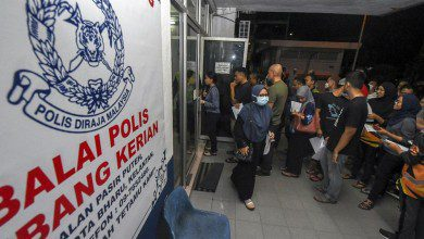 Photo of الشرطة الماليزية تتراجع عن قرار منع السفر بين الولايات والسماح بالحركة الليلة