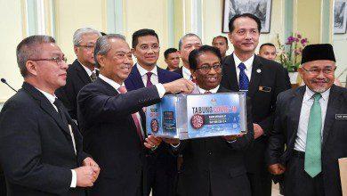 Photo of ماليزيا تشرع بتوزيع حزمة التحفيز الاقتصادي على المستفيدين