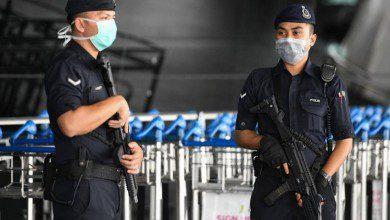 "Photo of الشرطة الماليزية تكثف اعتقالاتها ومخالفاتها لغير الملتزمين بتعليمات ""التعافي"""