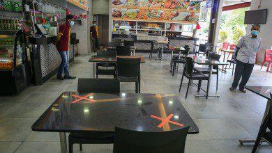 Photo of لا مطاعم بعد 10 مساء ولا سماح لعمل صالونات الحلاقة بماليزيا حتى الآن