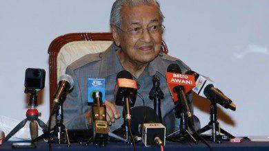 "Photo of مهاتير محمد يحذر من نهاية الديمقراطية في ماليزيا بعد جلسة البرلمان ""الصامتة"""