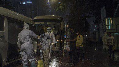 Photo of الشرطة الماليزية تعتقل 11 فارّاً من مراكز الحجر الصحي وتلاحق البقية