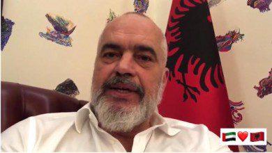 صورة رئيس وزراء ألبانيا: محمد بن زايد أرسل لنا طائرة دعم طبي دون أن ينتظر طلبنا للمساعدة في مكافحة كورونا