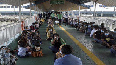 Photo of ماليزيا ترحل أول دفعة من المهاجرين غير الموثقين إلى بلادهم
