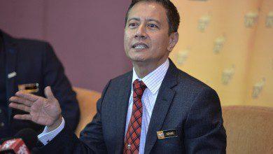 Photo of أزهر هارون يؤدي القسم متحدثاً باسم البرلمان الماليزي