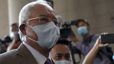 صورة المحكمة العليا تدين نجيب عبد الرزاق بتهم استغلال السلطة وغسيل الأموال