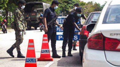 صورة مخالفات لغير الملتزمين بارتداء الكمامات والتباعد الاجتماعي في ماليزيا