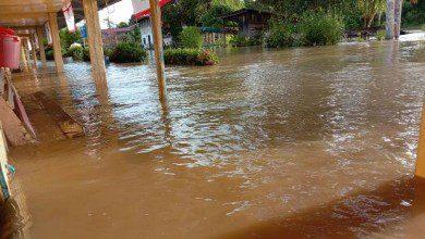 صورة الفيضانات تغمر أحياء سكنية وتشرد المئات شرقي ماليزيا