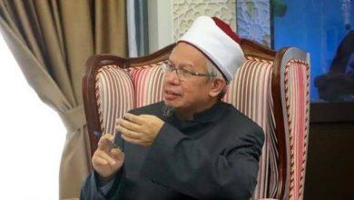 صورة بعد سيل من الانتقادات.. وزير الشؤون الدينية يعتذر للماليزيين
