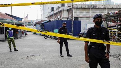صورة فرار 14 موقوفاً من إحدى المناطق الحمراء والشرطة الماليزية تلاحقهم