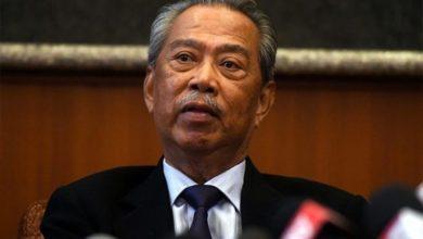 صورة للمرة الثانية.. رئيس الوزراء الماليزي يغادر الحجر الصحي بنتيجة فحص سلبية