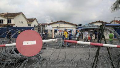 صورة بعد مئات الإصابات بكوفيد-19.. إغلاق أكبر مصنع قفازات بماليزيا