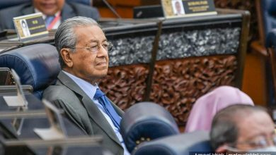 صورة مهاتير يقترح اقتطاع 10% من أجور ذوي الدخل المرتفع لدعم فقراء ماليزيا