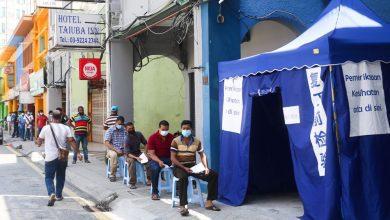 صورة مطالبات بتخفيض رسوم فحص كوفيد-19 للفئات المهمشة والعمال الأجانب