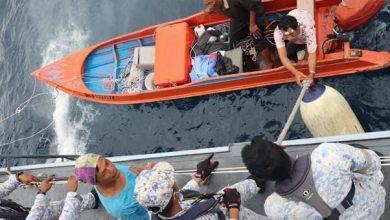 صورة البحرية الماليزية تنقذ ثلاثة صيادين بعد يومين من فقدانهم