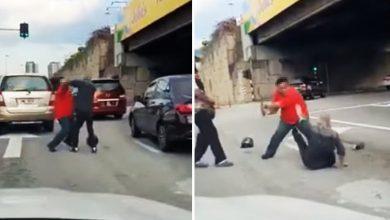 صورة شجار عنيف بين سائقين يتسبب في تعطيل حركة المرور والشرطة تعتقلهما