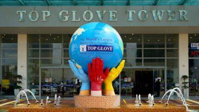 """صورة محاكمة شركة القفازات """"Top Glove"""" بتهمة عدم توفير سكن لائق لعمالها الأجانب"""