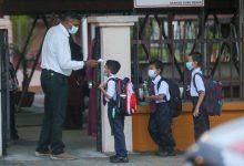 صورة بعد عودة الدوام.. تحذيرات من خطر عودة انتشار عدوى كورونا بين طلاب المدراس
