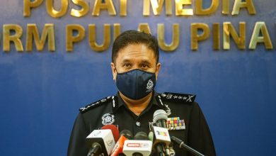 صورة اعتقال 8 أشخاص بينهم 4 عناصر شرطة وموظف هجرة في قضايا فساد