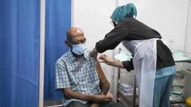 صورة وسط دعوات للتسريع.. نصف مليون متلقي للقاح ضمن برنامج التطعيم في ماليزيا