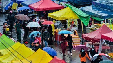 صورة إغلاق أول بازار رمضاني في ماليزيا لعدم التزامه بقواعد السلامة