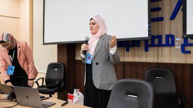 صورة سلوى أبوزيد تقدم محاضرة عن كيفية تطوير المهارات لمواكبة سوق العمل