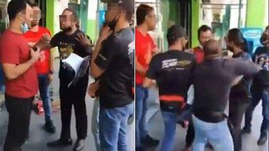 صورة الشرطة الماليزية تلاحق عدة أشخاص بعد فيديو اعتداء جماعي على أحد الأجانب