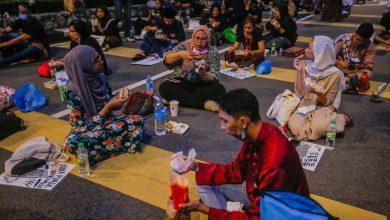 صورة الشرطة الماليزية تستدعي 90 شاباً لمشاركتهم في تظاهرة سلمية لإنهاء حالة الطوارئ